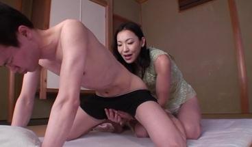 japanese milf abuZing her boy